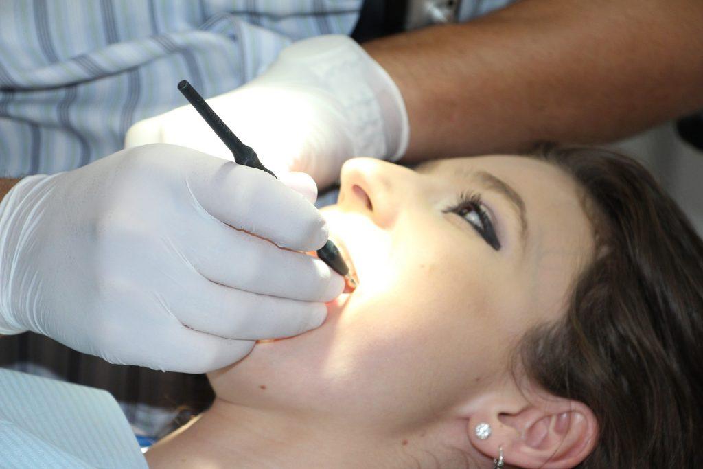 Parodontitis COVID-19